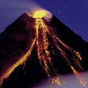 Lugares de Galápagos: Volcán expulsando lava